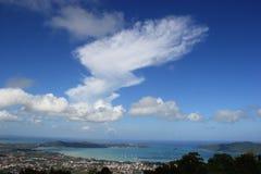 Phuketstad en Oceaanlandschap vanaf de Bovenkant van Moun Royalty-vrije Stock Afbeelding