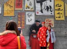 Phung ha appeso le caratteristiche murale vecchia Hanoi della via fotografia stock libera da diritti