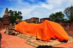 Phutthaisawan寺庙阿尤特拉利夫雷斯斜倚的Budda  免版税库存照片