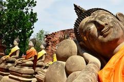 Phutthaisawan寺庙阿尤特拉利夫雷斯斜倚的Budda  库存照片