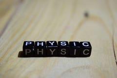 Physic escrito en bloques de madera Conceptos de la inspiración y de la motivación imagen de archivo