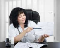 Physician explains blood pressure graphic Royalty Free Stock Images