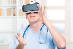 Physician using virtual reality headset Royalty Free Stock Photography