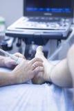Physiothérapeute de l'ecography EPI d'ultrason Image stock