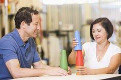 Physiotherapeut mit Patienten in der Rehabilitation Lizenzfreies Stockbild