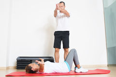 Physiotherapist showing woman an exercise Royalty Free Stock Images