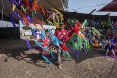 Piñata försäljning Royaltyfri Bild