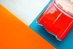Piękna kolorowa tła whith część Czerwony retro klasyczny samochód Kapiszon antykwarski retro samochód obrazy royalty free