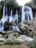 Piękna Kravica siklawa w Bośnia i Herzegovina popularny dopłynięcie i pykniczny teren dla turystów - obraz stock
