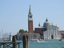 Piękna Wenecka ulica i kanały na letnim dniu, Włochy obraz stock