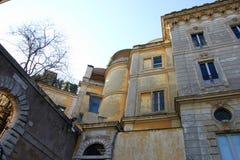 Piękni starzy średniowieczni kamienni żółci budynki w trastevere w Rzym fotografia royalty free