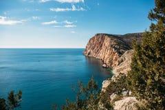 Piękny Krymski skalisty wybrzeże z, lato natury krajobraz dla podróży, odpoczynek, i fotografia royalty free