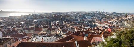 Piękny panoramiczny widok z lotu ptaka Lisbon czerwoni dachy Portugalia zdjęcia stock