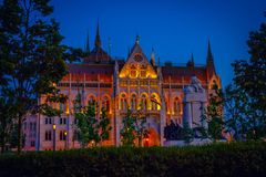 Piękny sławny ozdobny Budapest parlamentu budynek z backlighting obraz royalty free