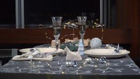 Piękny słuzyć świąteczny boże narodzenie stół zdjęcie wideo