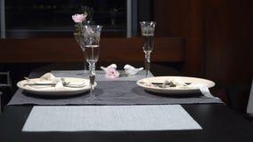 Piękny słuzyć świąteczny stół w restauracji zbiory