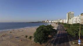 Piękny Tropikalny plaża krajobraz, Luksusowi budynki w Copacabana plaży Cudowny miasto odwiedzać zdjęcie wideo