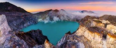 Piękny wschód słońca krajobrazowy widok Kawah Ijen wulkan jeden najwięcej sławnej atrakcji turystycznej w Indonezja zdjęcie royalty free