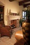 pièce à la maison de cheminée de famille Image stock