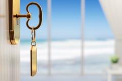 Pièce avec la vue d'océan - le début de grandes vacances (peu profondes FAITES Images libres de droits