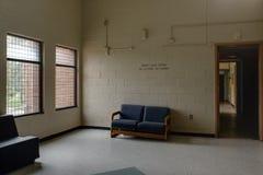 Pièce avec le divan - hôpital/sanatorium abandonnés - New York Images stock