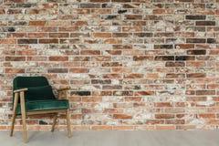 Pièce avec le mur de briques photographie stock