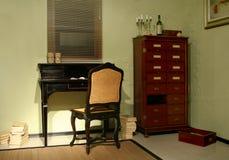 Pièce avec les meubles antiques   Photo stock