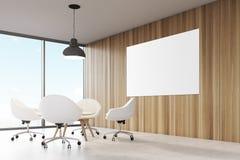 Pièce avec les murs en bois, grande fenêtre panoramique une lampe noire de plafond accrochant au-dessus d'une table basse illustration libre de droits