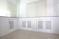 Pièce blanche de cuisine Photographie stock