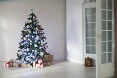 Pièce décorée pour des cadeaux d'arbre de Noël de Noël Images libres de droits