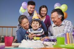 Pièce d'anniversaire, famille sur plusieurs générations Photographie stock libre de droits