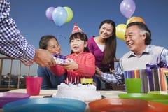Pièce d'anniversaire, famille sur plusieurs générations Photo stock