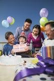 Pièce d'anniversaire, famille sur plusieurs générations Images stock