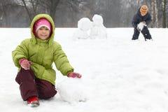 Pièce d'enfants sur extérieur en hiver Photos libres de droits