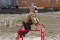 Pièce d'enfants sur la cour de jeu Image stock