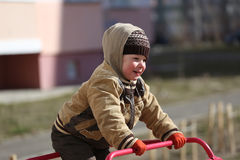 Pièce d'enfants sur la cour de jeu Image libre de droits
