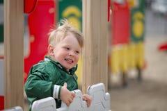 Pièce d'enfants sur la cour de jeu Première source Image libre de droits