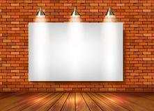 Pièce d'exposition de brique avec des projecteurs Photographie stock libre de droits