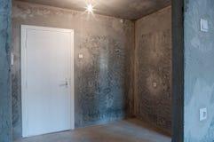 Pièce dans un nouvel appartement sans finir Photos libres de droits