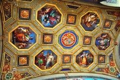 Pièce de carte de musée de Vatican à l'intérieur de plafond sculpté fleuri photographie stock libre de droits
