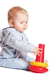Pièce de chéri avec le jouet rouge Photo libre de droits