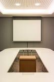 Pièce de conférence d'affaires dans le bureau Photos stock