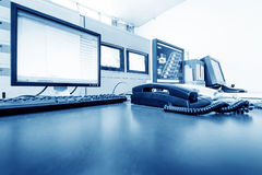 Pièce de gestion par ordinateur et équipement de surveillance Image stock
