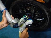Pièce de haute précision d'inspection d'opérateur par la machine de balayage du laser 3d Photos stock