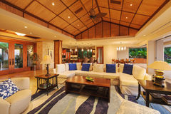 pièce de luxe vivante à la maison image libre de droits