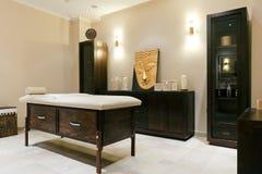 Pièce de massage dans un hôtel moderne Image stock