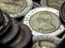 Pièce de monnaie avec le roi thaïlandais Photos stock