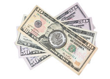 Pièce de monnaie chinoise au-dessus des dollars Image stock