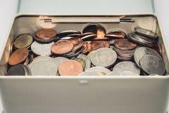 Pièce de monnaie d'économie dans la boîte Images stock