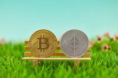Pièce de monnaie d'éther et de Bitcoin comme cryptocurrency photos stock